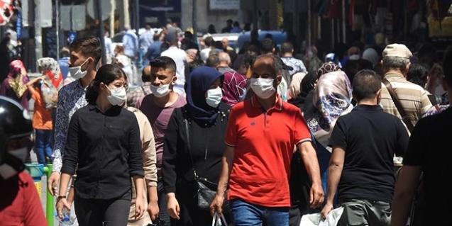 Koronavirüs vaka sayısının çok olduğu ilde sıcağa rağmen halk sokakta