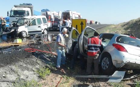 Aksaray-Adana yolunda feci kaza: 2 ölü, 1 yaralı
