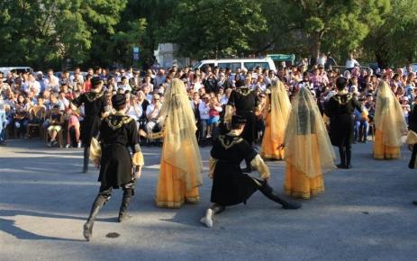 Azeri Halk Dansları Topluluğu Yahyalı'da gösteri sundu