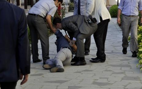 Bakan Bayraktar'a 'kentsel dönüşüm' protestosu
