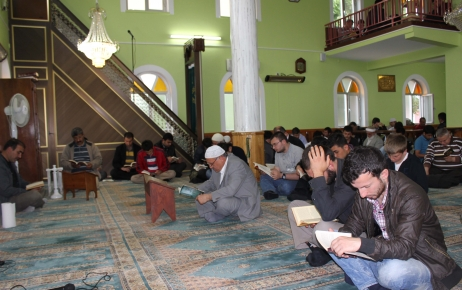 Bartınlılar camide kitap okumaya koştu