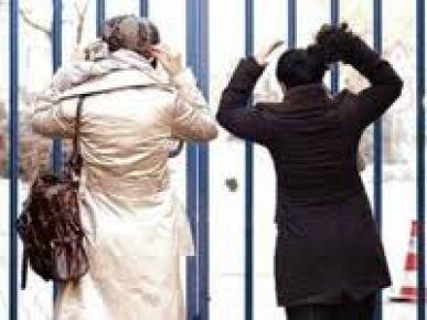 Bir grup öğretim üyesi, başörtüsü yasağı uygulamayan rektörü şikayet etti...