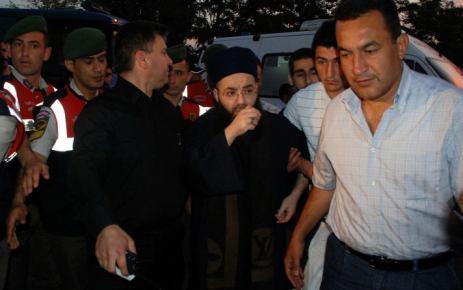 'Cübbeli Ahmet Hoca' annesinin cenazesine katılmak için cezaevinden çıktı