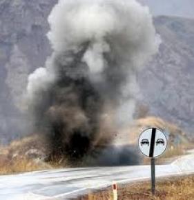 Erzincan'da yola döşenen mayın zırhlı araç geçişi sırasında patladı