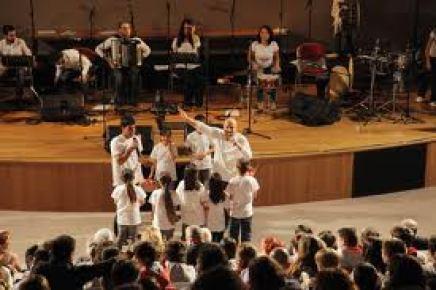 Kardeşlik için 12 dilde şarkı söylediler