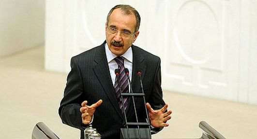 Milli Eğitim Bakanı Ömer Dinçer, artık bir yol ayrımında.