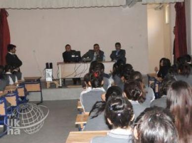 Öğrencilere meslek tanıma semineri