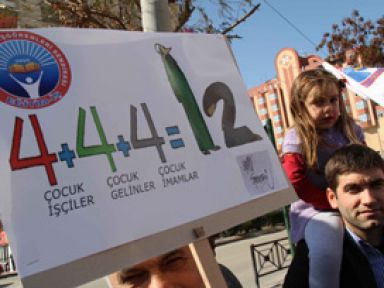 Öğretmenlerden 4+4+4 protestosu