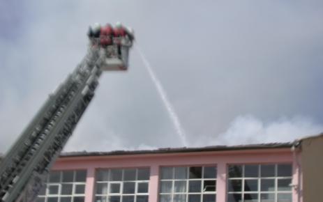 Oğuzhan Endüstri Meslek Lisesi'nin çatısındaki yangın söndürüldü (2)