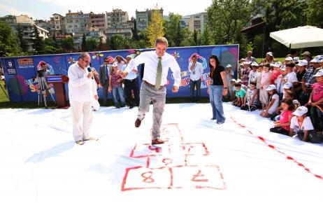 Sokak Oyunları Şenliği, bugünün çocuklarına nostalji yaşattı