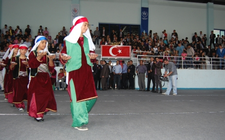 Tatvan, 19 Mayıs Gençlik ve Spor Bayramı'nı salonda kutladı