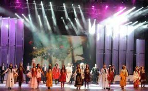 Türkçe Olimpiyatları şarkı finalinde sanatçı akını yaşandı