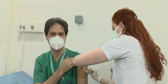 8 bin sağlık çalışanına aşı yaptık ciddi bir yan etki görülmedi