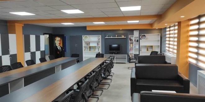 Milli Eğitim Müdürü söz vermişti, öğretmenler odasını yaptırdı