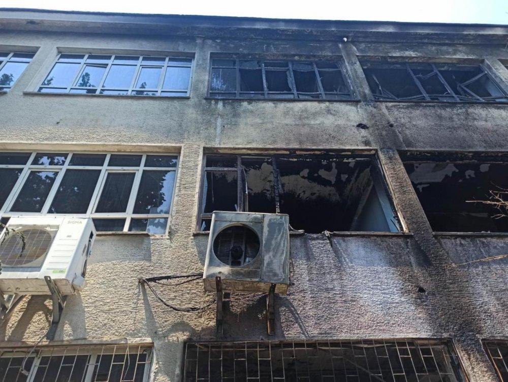 Okulda ki patlamada iki öğretmen yaralandı