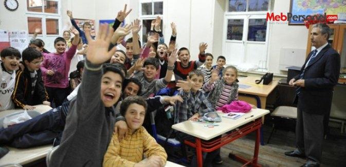18 milyon öğrenci ve 900 bin öğretmen ders başı yapacak
