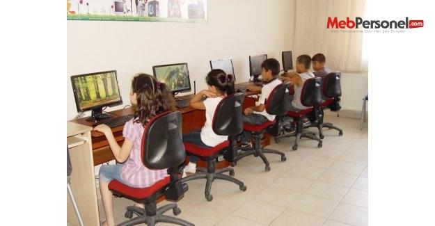 Okulda bilgisayar kullanımı öğrencilerin başarısını artırmıyor
