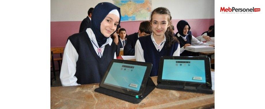 Bingöl'de öğrencilere 804 tablet dağıtıldı