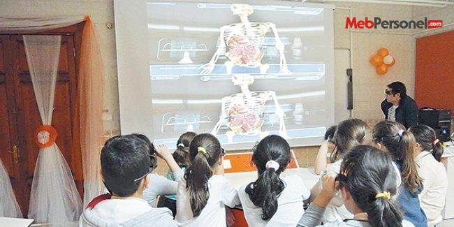Devlet okulunda 3D'li eğitim devri