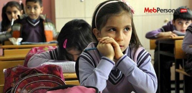 İlkokulda El Yazısından Düz Yazıya Geçilmeli