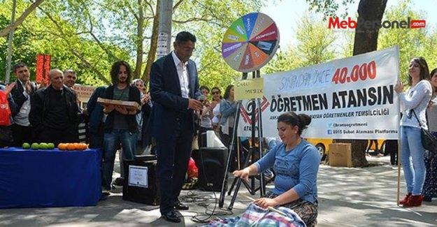 Öğretmen adayları MEB önünde eylem yaptı