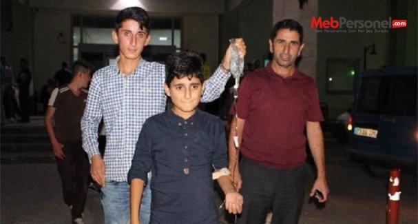 Silopi'de 107 öğrenci yedikleri tavuk dönerden zehirlendi