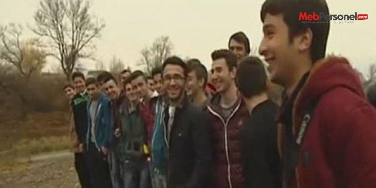 Okul gezisine giden liselileri mülteci sandılar