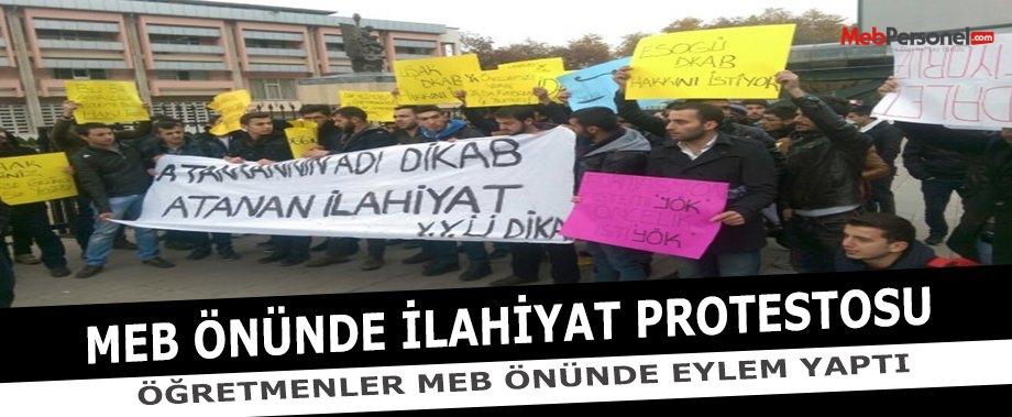 MEB önünde İlahiyat protestosu