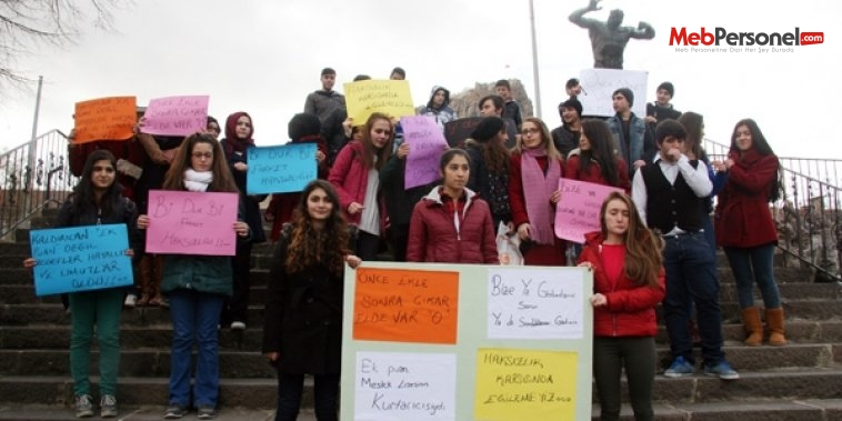 Afyon'da öğrenciler 'ek puanların' kaldırılmasını protesto etti
