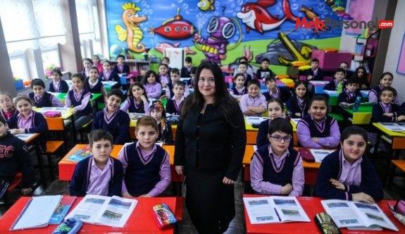 Eğitimi renkli hale getiren öğretmen