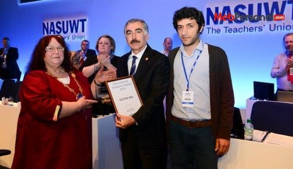 NASUWT'TAN EĞİTİM SEN'E ULUSLARARASI DAYANIŞMA ÖDÜLÜ!
