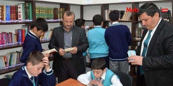 Emekli memur 13 kütüphane kurdu