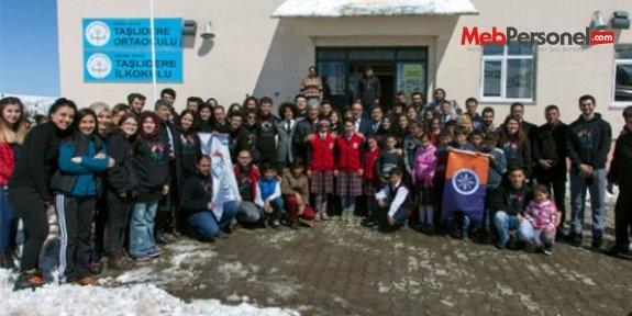 Üniversite öğrencilerinden Ardahan'daki ilkokula destek