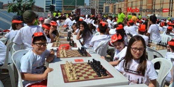 1001 ilkokul ve ortaokul öğrencisinden satranç rekoru