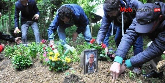 Darbedilerek öldürülen öğretmen, mezarı başında anıldı