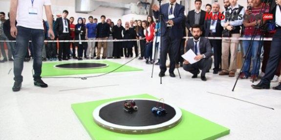 Lise ve üniversite öğrencileri robotları yarıştırdı