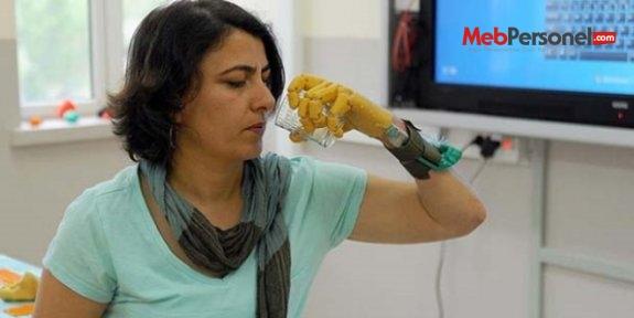 Öğrencilerden üç boyutlu yazıcıyla protez el