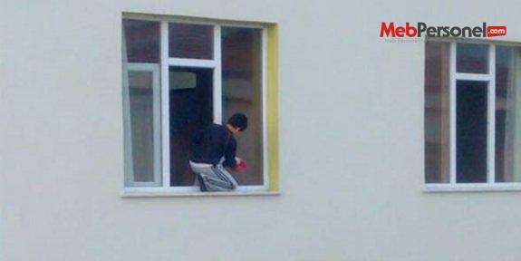 Niğde'de 'cam silen öğrenci' olayına soruşturma başlatıldı