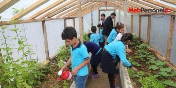 Öğrencilerin toprakla buluştuğu okul