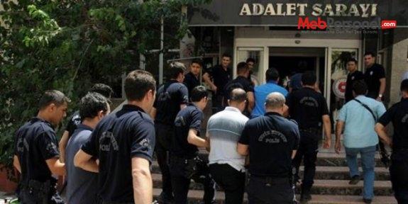Çanakkale'de öğretmen, nüfus müdürü dahil 10 kişi tutuklandı