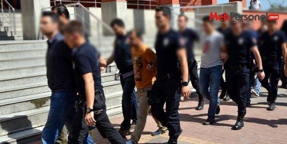 Isparta'da 11'i öğretmen 20 kişi gözaltına alındı