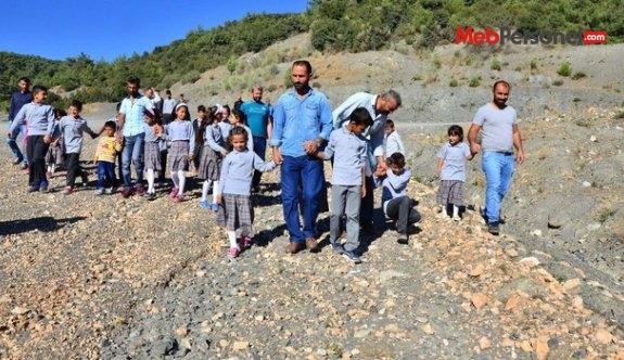 Velilerden okula gidemeyen çocukları için eylem