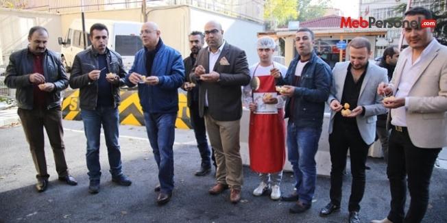 'FETÖ' mağduru polisler lokma dağıttı