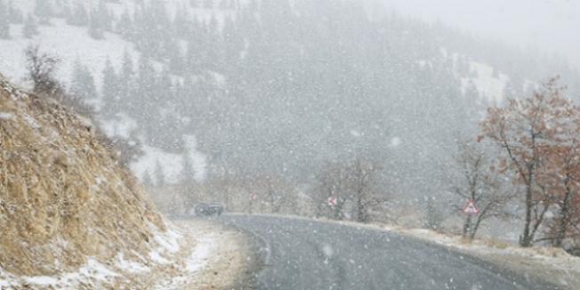 4 il ve ilçelerine mevsimin ilk karı düştü