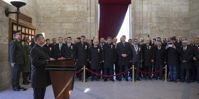 81 ilden gelen öğretmenlerle Anıtkabir ziyareti