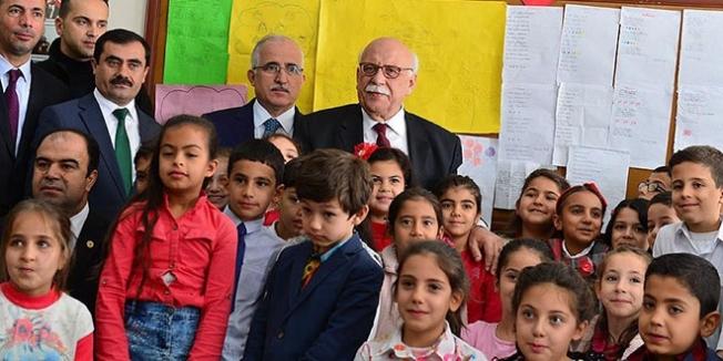 Bakan Avcı'dan Şanlıurfa'daki öğrencilere 700 kitap