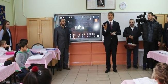 Fatih Belediyesi'nden ilkokul öğrencilerine hediye diş seti