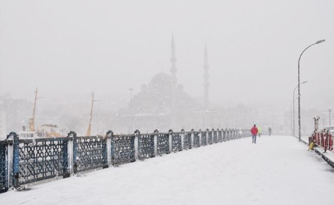 İstanbul'a Kar Geliyor. Peki İstanbul'da Okullar Kar Tatili Olacak Mı?