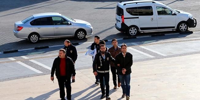 Manisa'da 'ByLock' kullanan 2 öğretmen tutuklandı