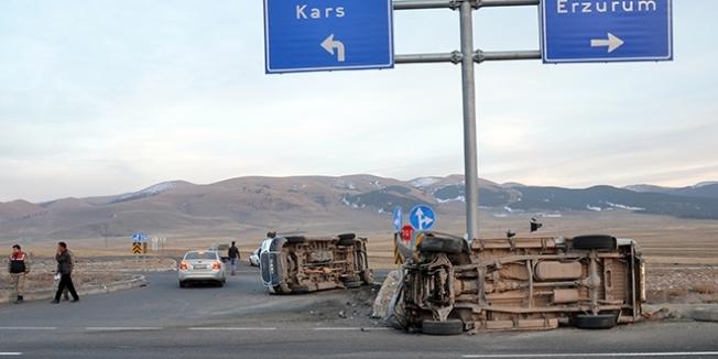 Öğrenci servisi ile kamyonet çarpıştı: 14 öğrenci yaralı
